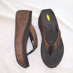 Volatile sandals